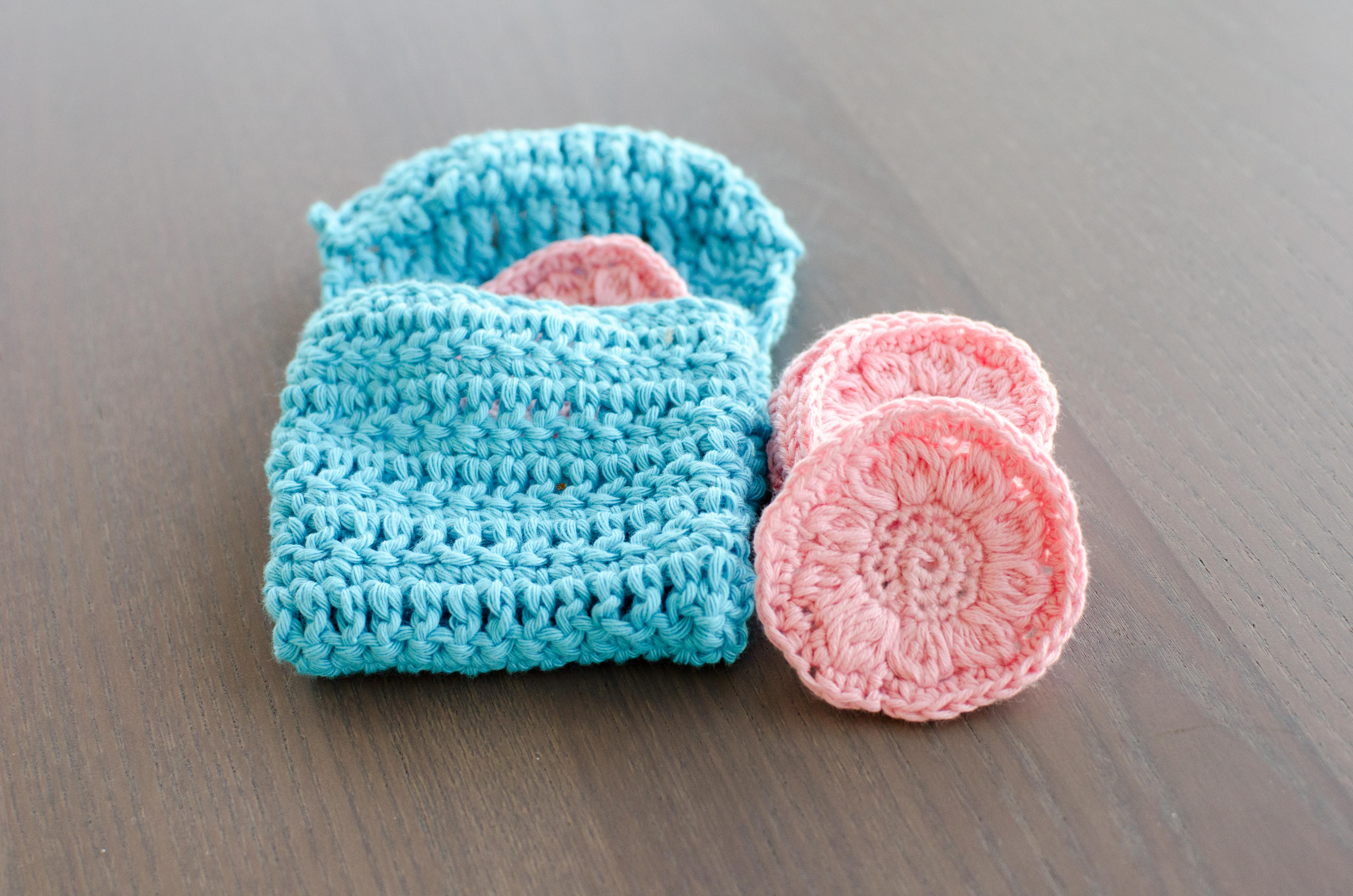 Flower face scrubbies - free crochet pattern
