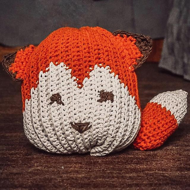 Late Helloween Post – Crochet pumpkin fox
