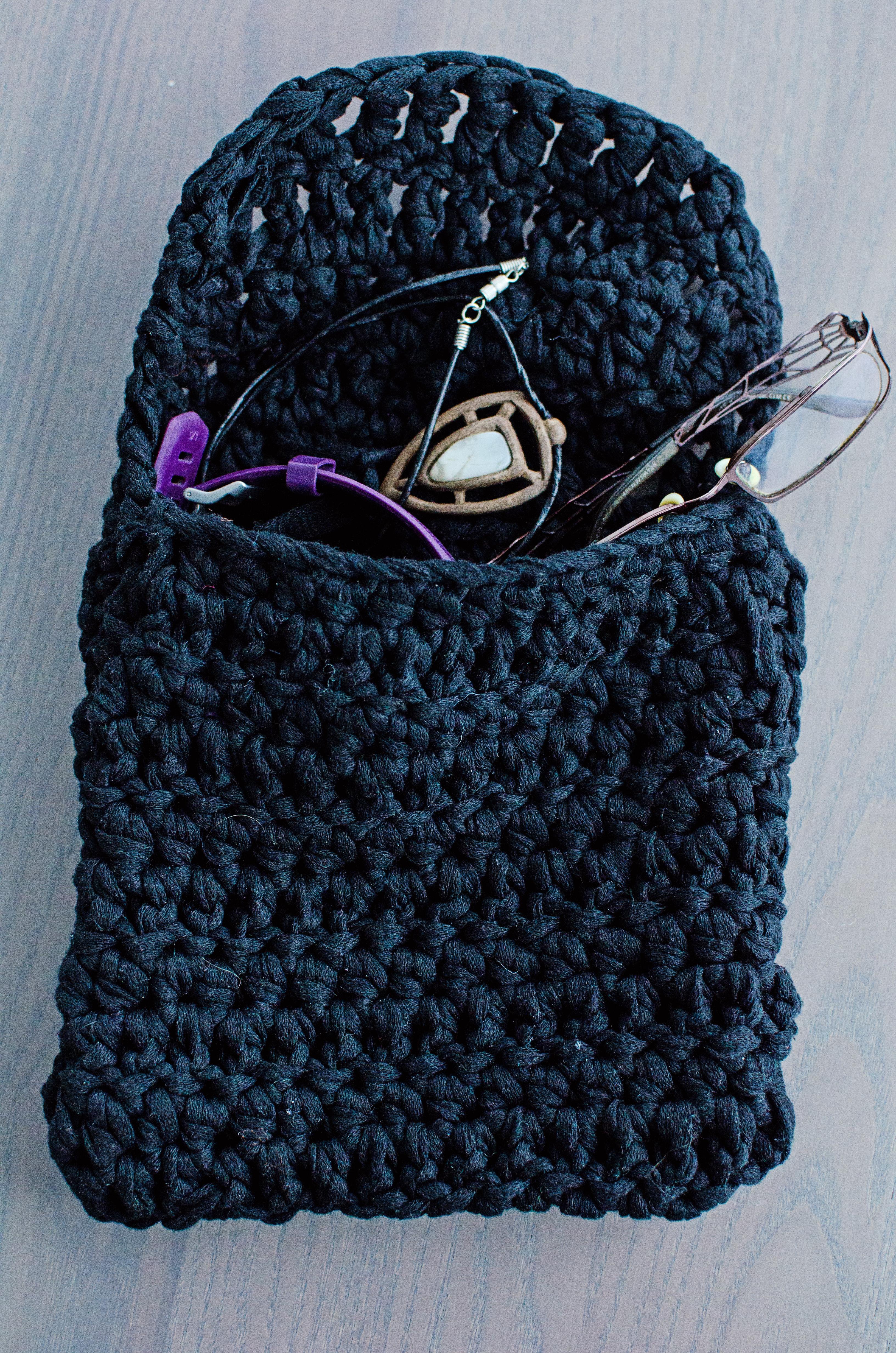 Crochet bathroom pouch – Free pattern